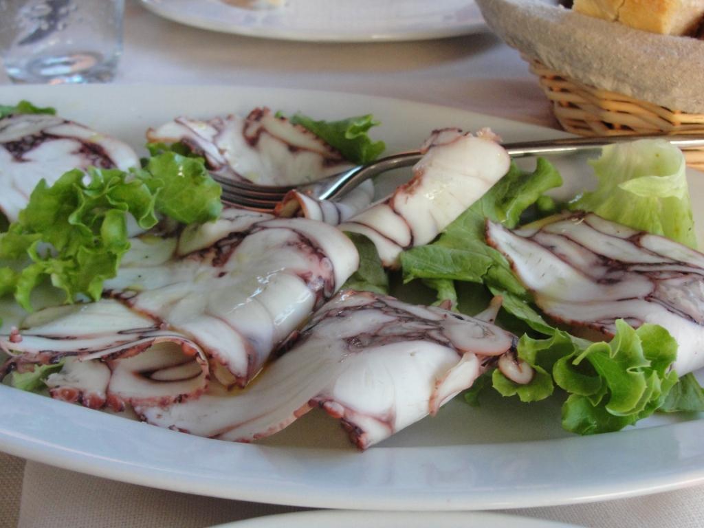Octopus-carpaccio-wine-loft-vinci-italy-tuscany-seafood
